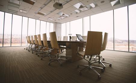 Rätt typ av ljus på arbetsplatsen är en superviktig del av er kontorsinredning.