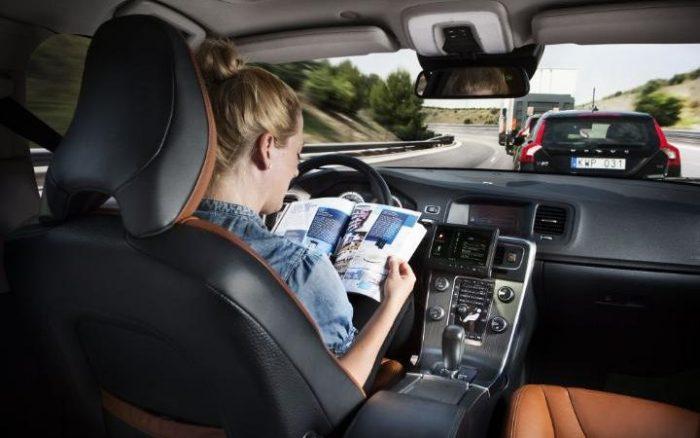 Läsning i förarlös bil.