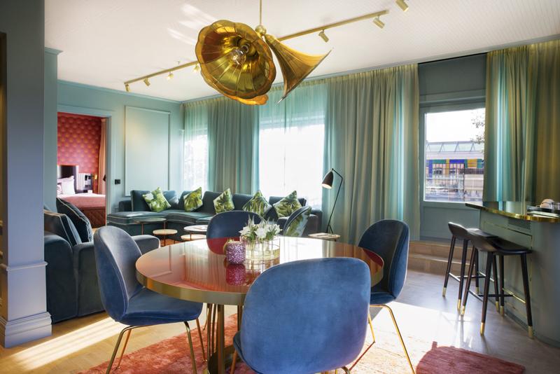 Grand Terrace Suite - ett alternativ för ett intimt möte. Om ni någonsin vill lämna rummet så ingår en ruggigt rymlig terrass.