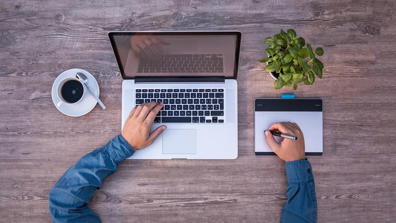 Digitala verktyg är ett annat hett tips för att bli mer miljövänliga.