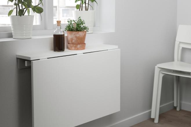 Det väggmonterade klaffbordet Norberg från IKEA sparar plats.