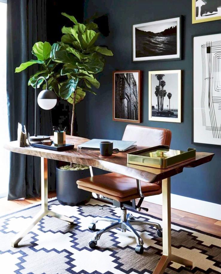Möblera om hela rummet när inreder ditt hemmakontor.